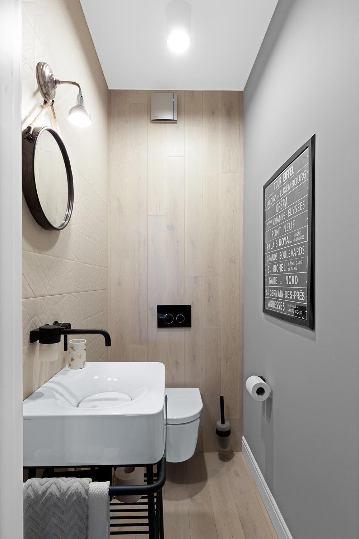 toaleta z dodatkami w stylu industrialnym