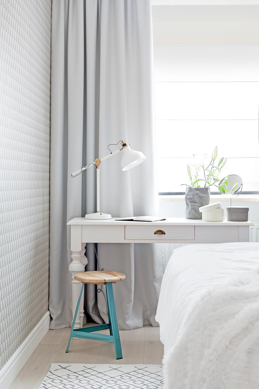 projekt białej toaletki w sypialni